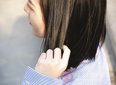 头发爱出油是怎么回事 原因你知道吗