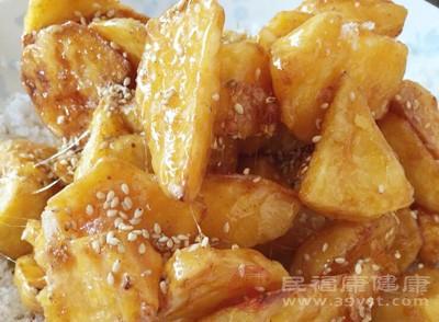 拔丝地瓜是以地瓜、白糖、油等食材制成的一道色香味俱全的汉民族传统名菜