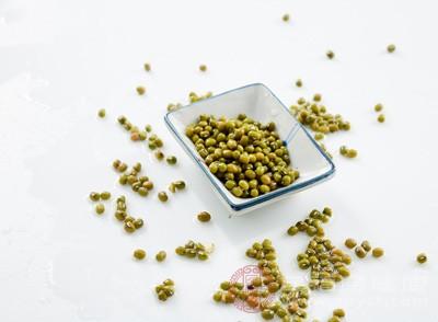 红小豆、绿豆各30克