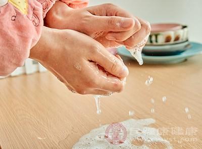 月經量少的女性好少接觸冷水,特別是在經期時不要洗冷水澡