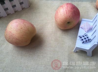 胡萝卜不可以和苹果、葡萄等酸性水果吃