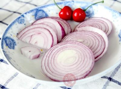 洋葱的功效与作用 洋葱与它同食会失明