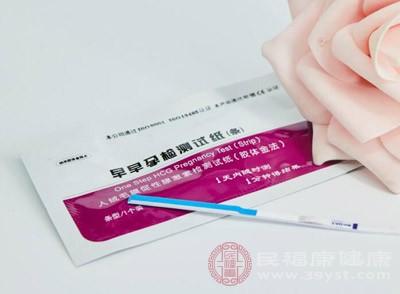 用試紙來檢測是否懷孕的話那么一般要在懷孕后的兩周以后才可以檢測出來