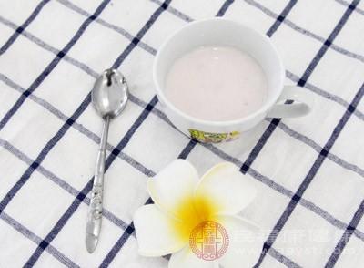 酸奶和香蕉能一起吃吗 喝酸奶注意这些