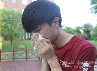蒸汽可使鼻充血暂时减轻和增加气流。盐水可稀释粘性分泌物,改善嗅觉和去掉鼻内的变应原而使症状减轻,还可减少鼻的血流