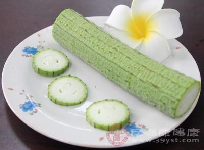 芹菜、丝瓜等每100克钙含量也在150毫克左右