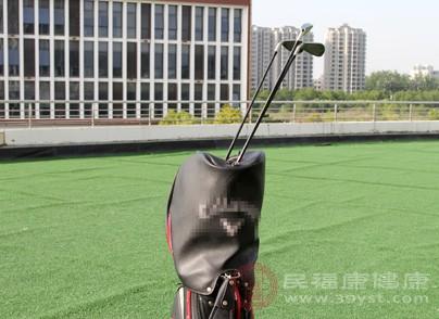 打高爾夫的好處 打高爾夫球具有這種壞處