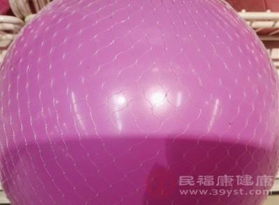 瑜伽球的介绍 使用瑜伽球竟有如此功效