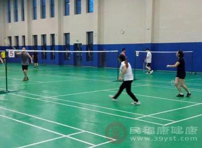 打羽毛球的技巧 羽毛球发球具有这些规则