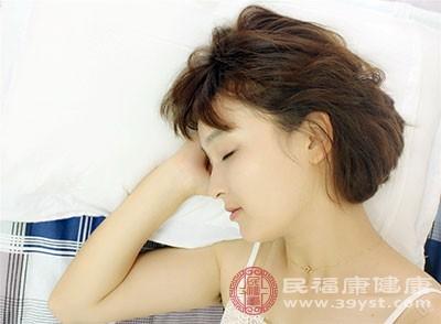 长期睡眠不足是导致皮肤衰老的一个重大因素
