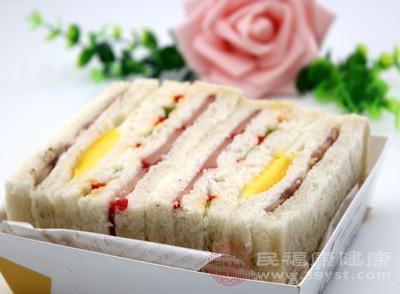 有人认为不吃早餐可以减肥,不吃早餐会导致正常饮食规律失调,容易造成胃病