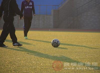 踢足球的好处 踢足球得注意这些事项
