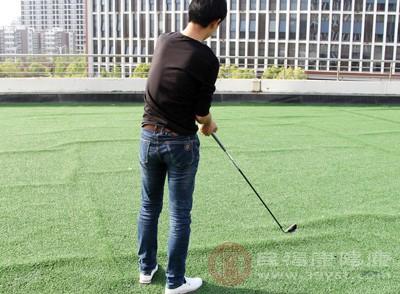 如果僅僅是桿頭觸球、球沒有發生移動(即離開原來的位置靜止在新的位置),不罰桿。造成球移動的(在發球區打第一桿之前除外),罰1桿,把球放回原位