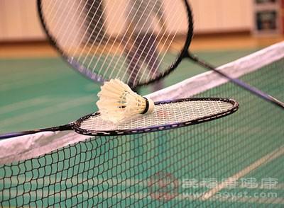 打羽毛球的好处 教你如何正确的打羽毛球