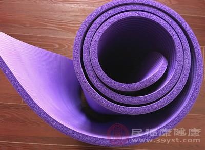 瑜伽垫该如何选择 瑜伽垫应该这样清洗