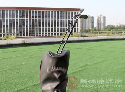 打高尔夫的技巧 打高尔夫的好处你知道几个