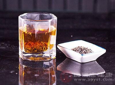 在红茶中的咖啡碱和芳香物质联合作用下,增加肾脏的血流量