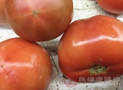 """""""精品西红柿""""发霉 女子获十倍赔偿"""