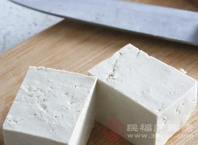 污水横流的黑作坊日产百斤豆腐