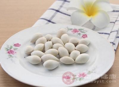 白果肉4粒,鸡蛋1个