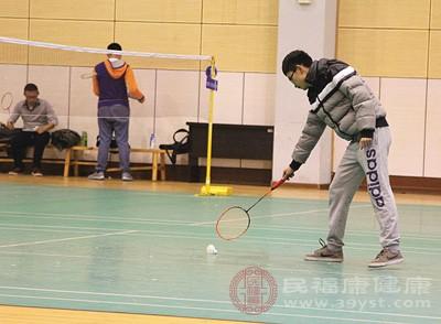 打羽毛球的技巧 打羽毛球注意这四大事项