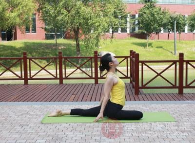练瑜伽的好处 简单有效的瑜伽减肥方法