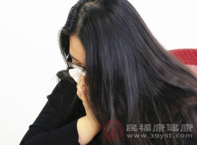 咽结膜热,表现有发热,咽痛、畏光、流泪,咽及结合膜明显充血