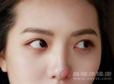 病毒性角膜炎是受病毒致病原感染角膜而引起的炎症
