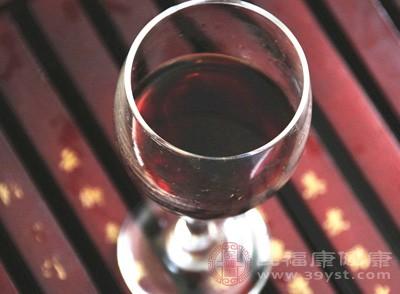 葡萄酒味辛甘性温,辛能散能行