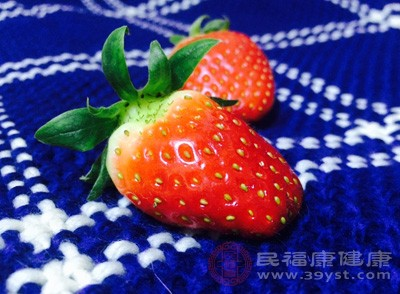 吃草莓过敏是与草莓表皮中的蛋白质有关