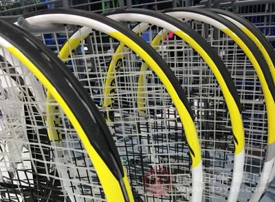 如何选择网球拍 学会握网球拍打球不再困难