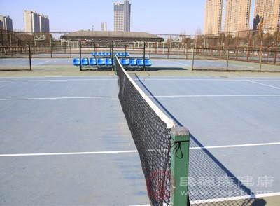打网球的好处 初学者打网球的注意这些技巧