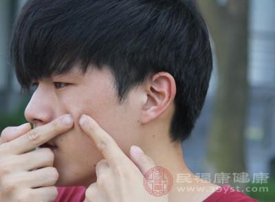 毛孔粗大的原因 挤痘痘可能会导致这个后果