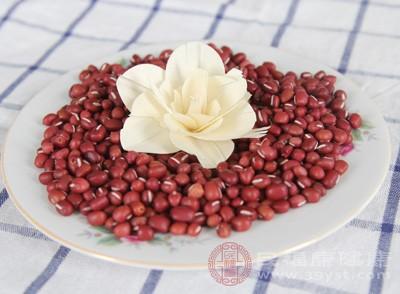 红豆中维生素B1、钙、铁,有很好的改善贫血的作用