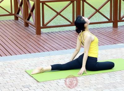 瑜伽垫的材质分类 清洗瑜伽垫得注意这些事项