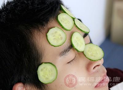 黄瓜敷脸的功效与作用 黄瓜敷脸要注意这些事