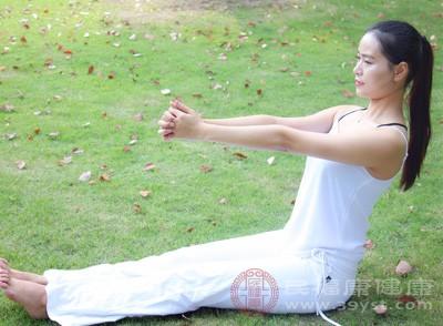 产后减肥瑜伽动作 产后瑜伽得注意他们