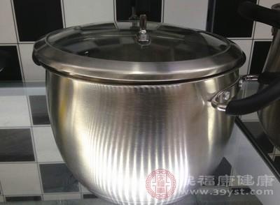 中药煎煮最好用陶罐、砂锅或者不锈钢器皿等