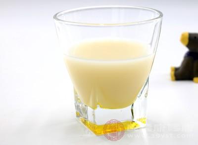 黄豆养颜,离不开的做法当然是美味豆浆