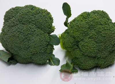 西兰花富含维生素A、维生素C和胡萝卜素
