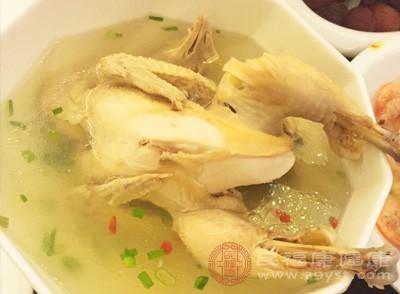 白果炖鸡是白果多种吃法中很经典的一种