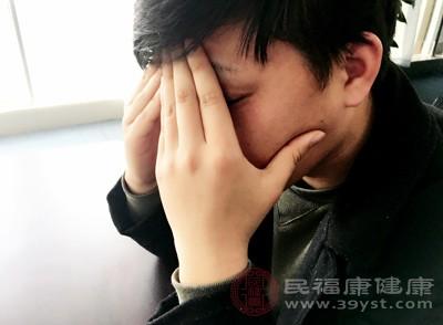 患有关节炎的朋友在早期会感到极度疲惫