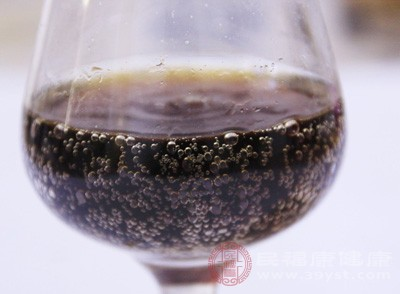 长期喝可乐的危害,易导损害肾脏
