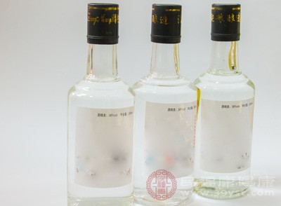 呼和浩特3家白酒加工黑作坊被取缔
