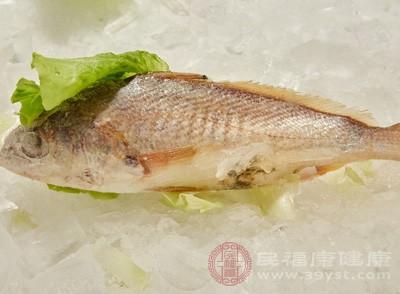一段时间后吃鱼的人比较不经常吃鱼的人能持续降低血脂水平,两者血脂含量相差40%