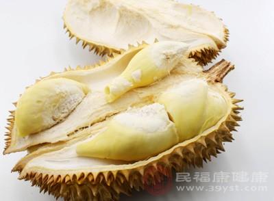 榴莲是热性的水果,吃榴莲能活血化瘀,痛经的时候吃榴莲有缓解的效果