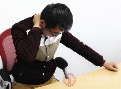 如何按摩脖子 常见一动作可助缓解疲劳
