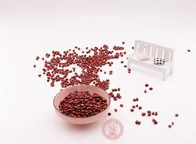 女人经常吃红豆对身体是非常好的,在痛经的时候可以吃点红豆,及时补气血