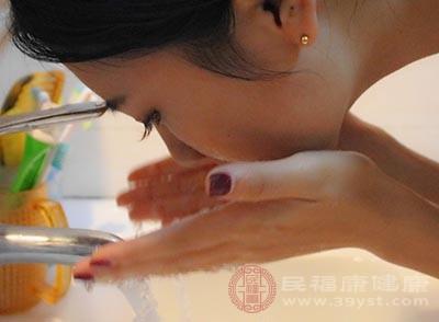 如何正确使用防晒霜 不同肤质如何挑选防晒霜