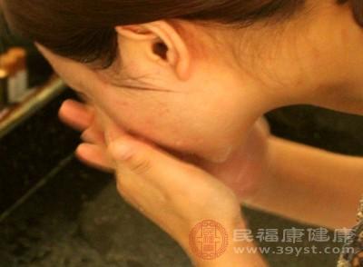 白醋洗脸有减少皱纹的作用